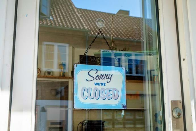 """Sorry we're closed"" skilt"